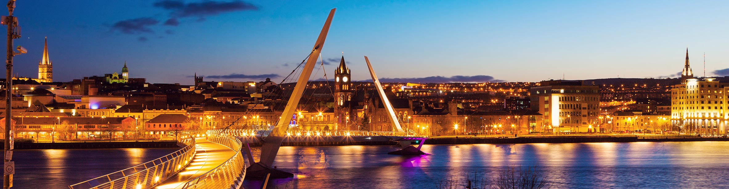 Dublino: Peace Bridge di notte