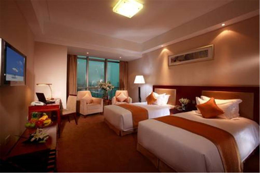 81626_AMBASSADOR_HOTEL02