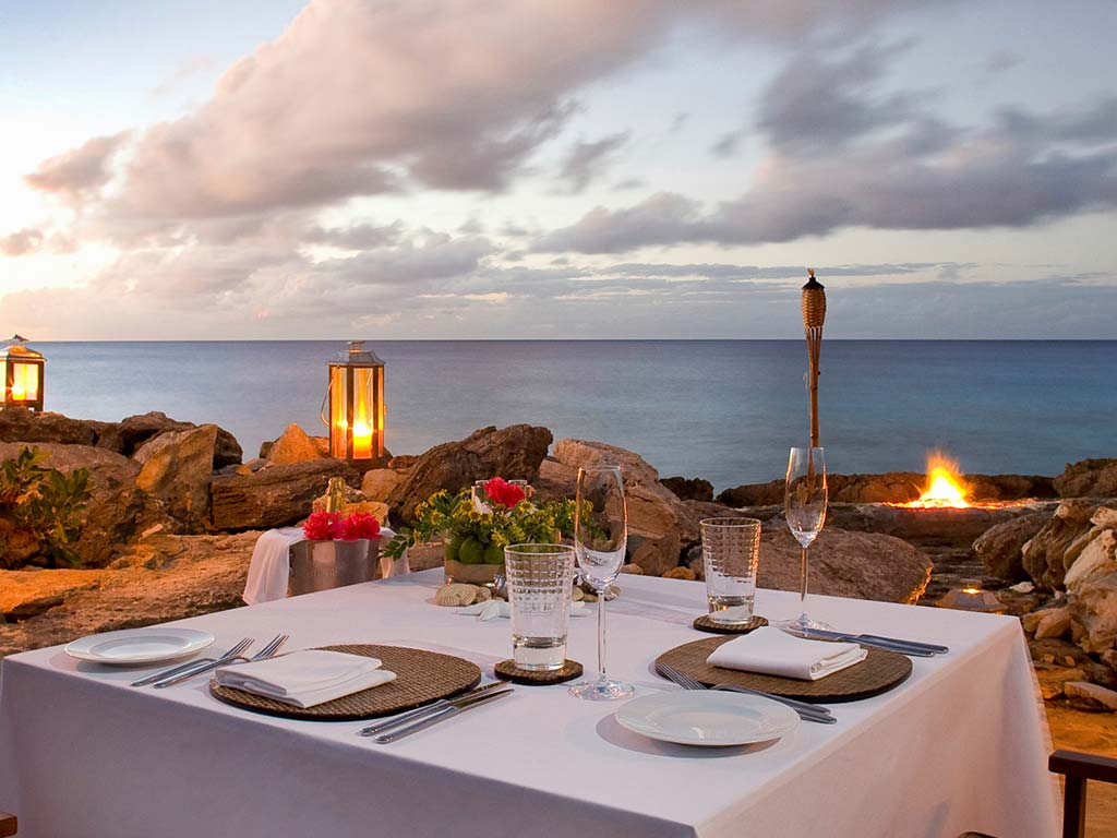 Amanyara - tavola in riva al mare